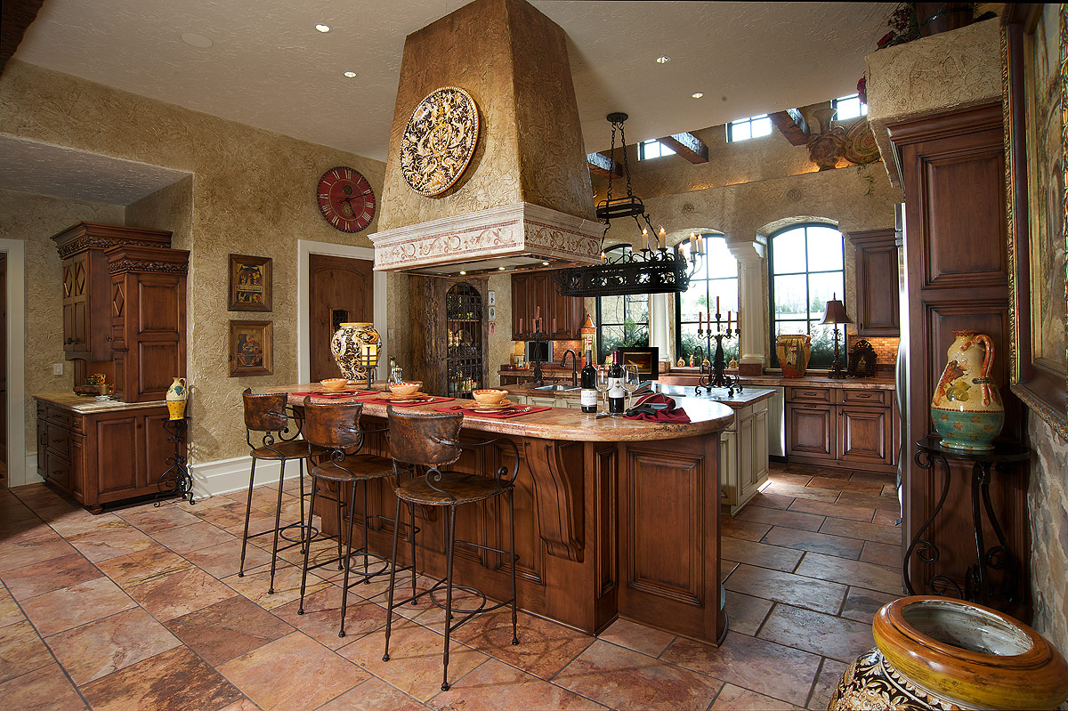 Mullet cabinet mediterranean tuscan style kitchen for Mediterranean style kitchen photos