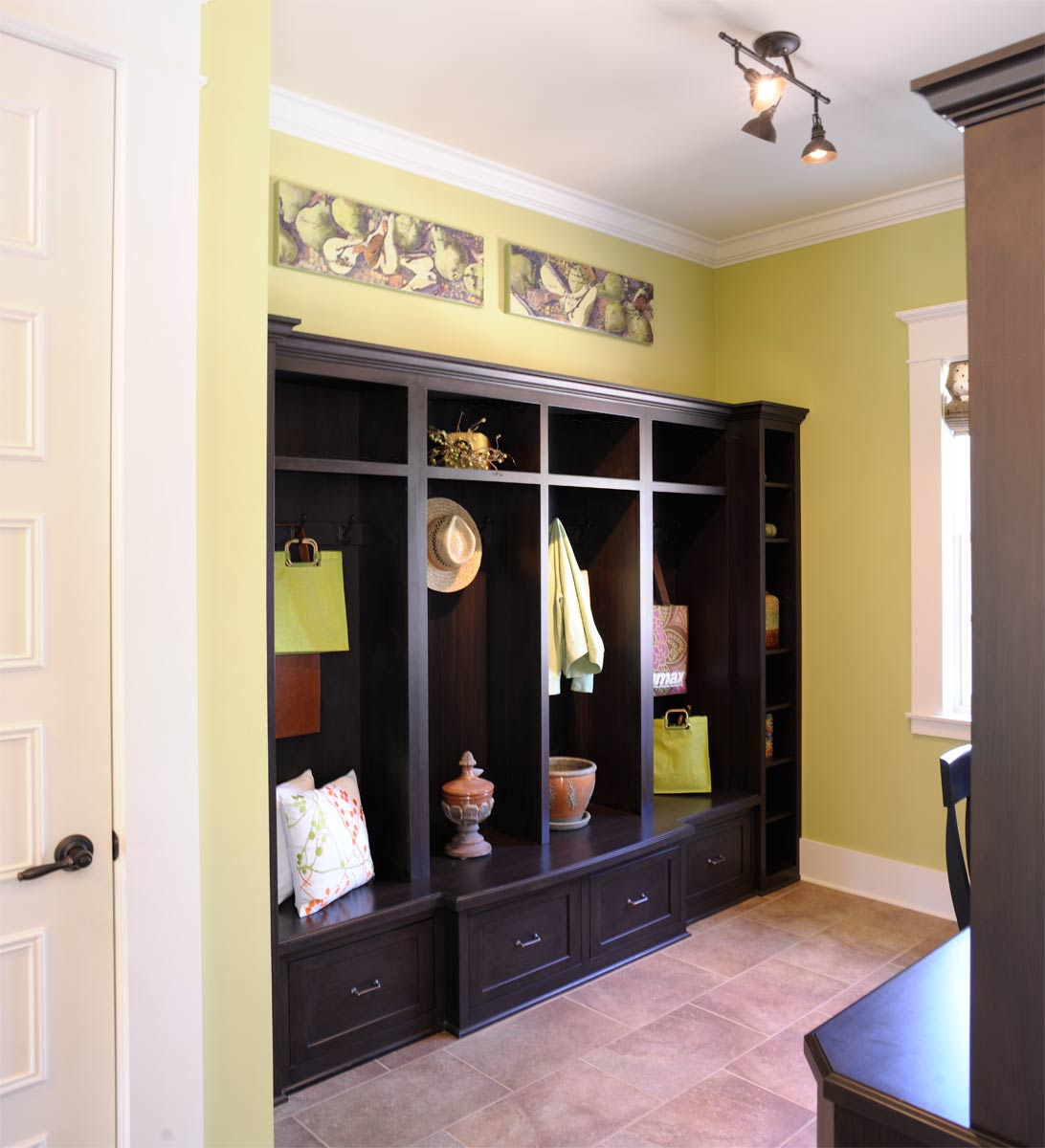 Mullet cabinet painted home office for Mudroom office