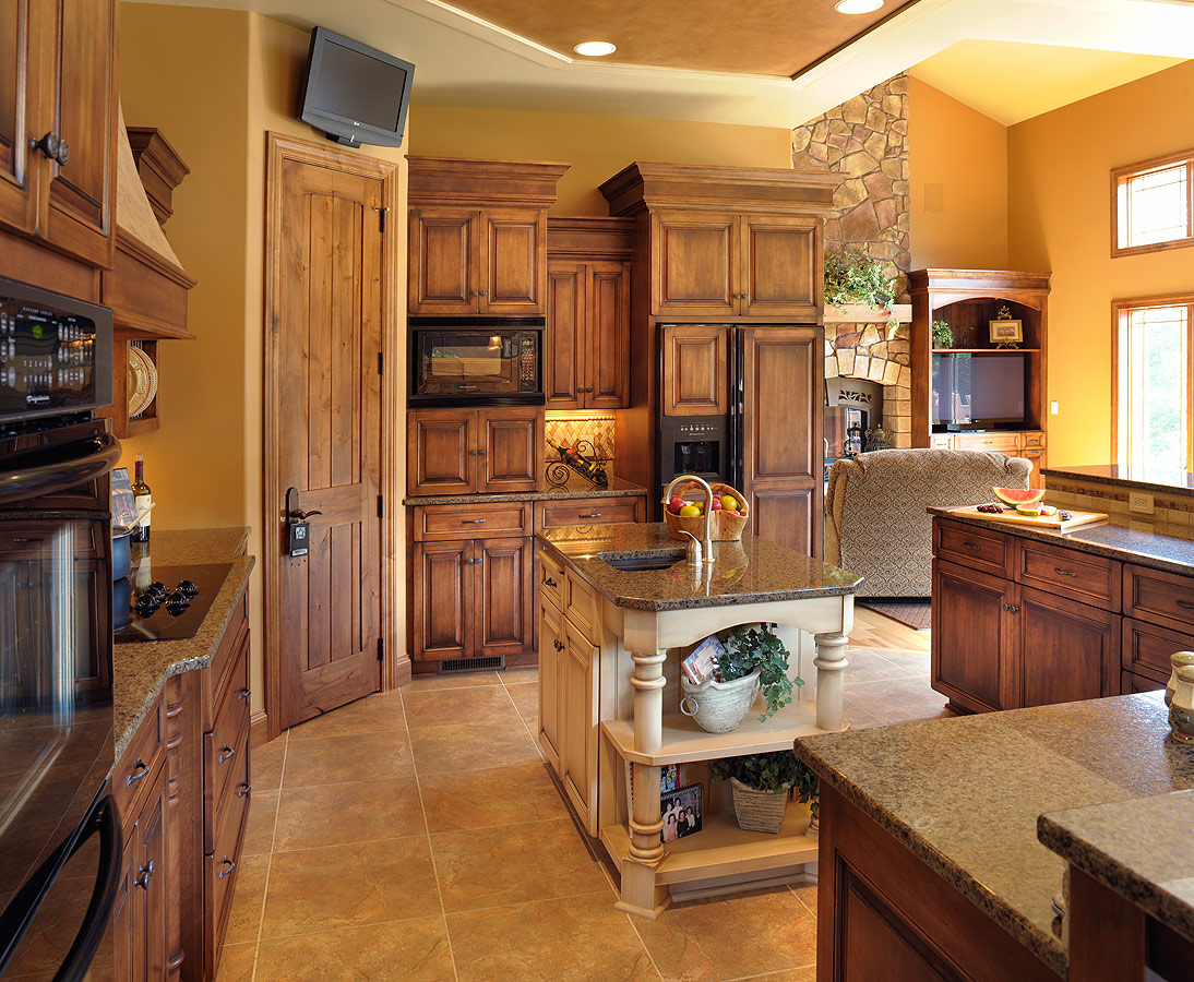 Mullet cabinet a traditional kitchen which meets the needs of a busy family - Amish built kitchen cabinets ...