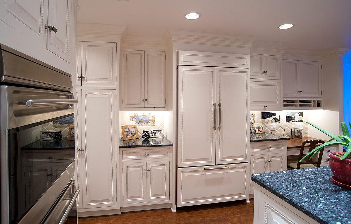 Mullet cabinet white nautical kitchen - Nautical kitchen ...