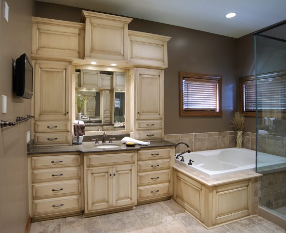 Mullet cabinet custom master bathroom suite for Masters toilet suites