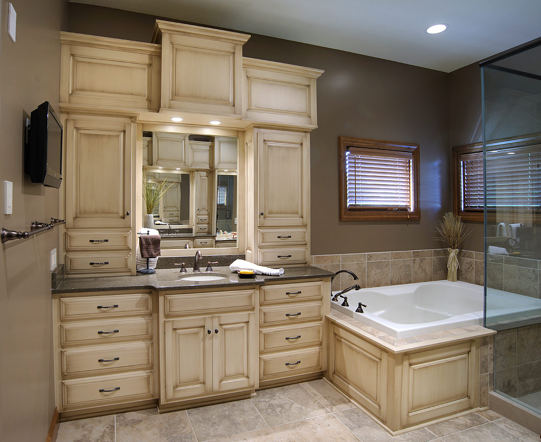 Mullet cabinet custom master bathroom suite for Custom bathroom vanity designs