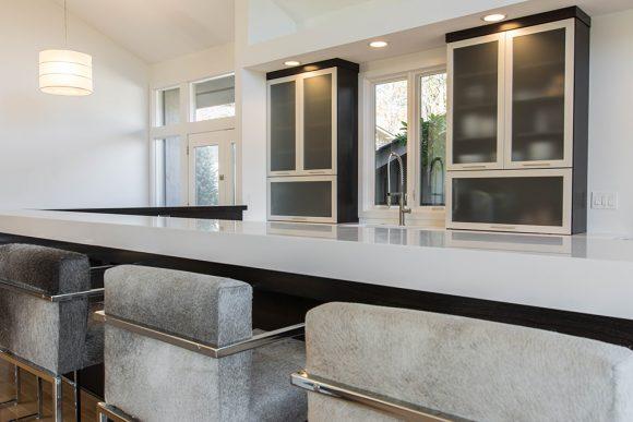 Sleek & Simple Modern Kitchen-3