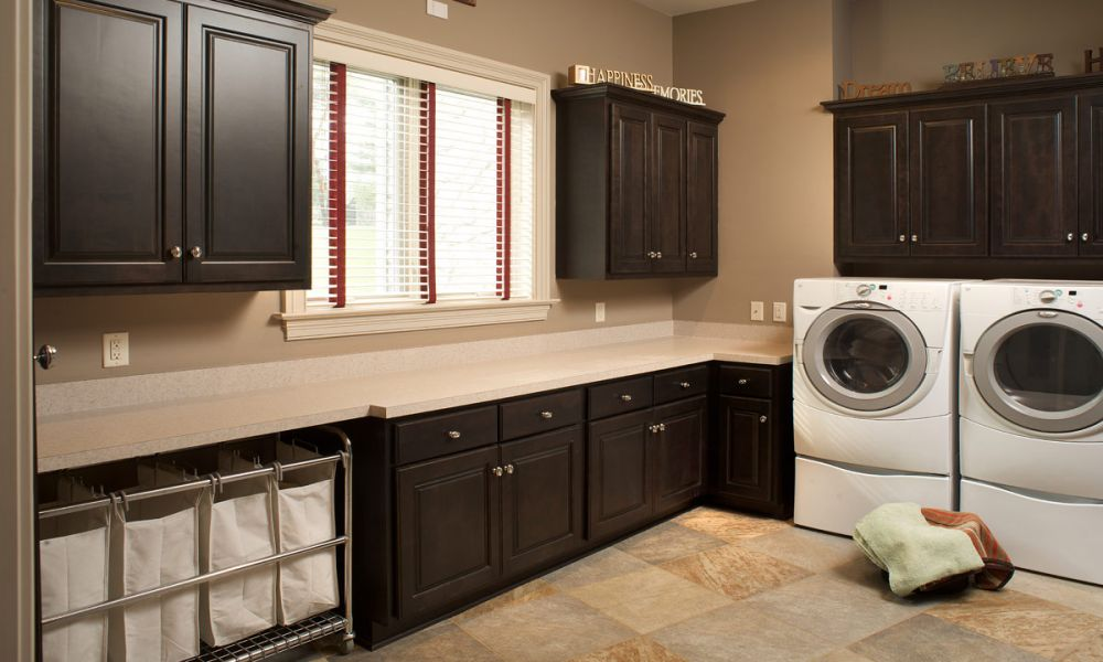 Mullet cabinet large laundry room for Large family laundry